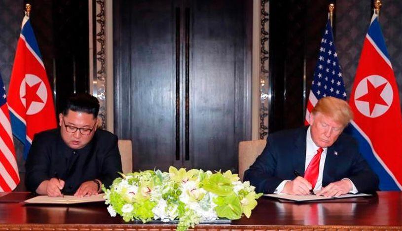 Kim Jong-un y Donald Trump se reunieron en la cumbre de Singapur ,realizada el 12 de junio de 2018. (Foto: EFE)