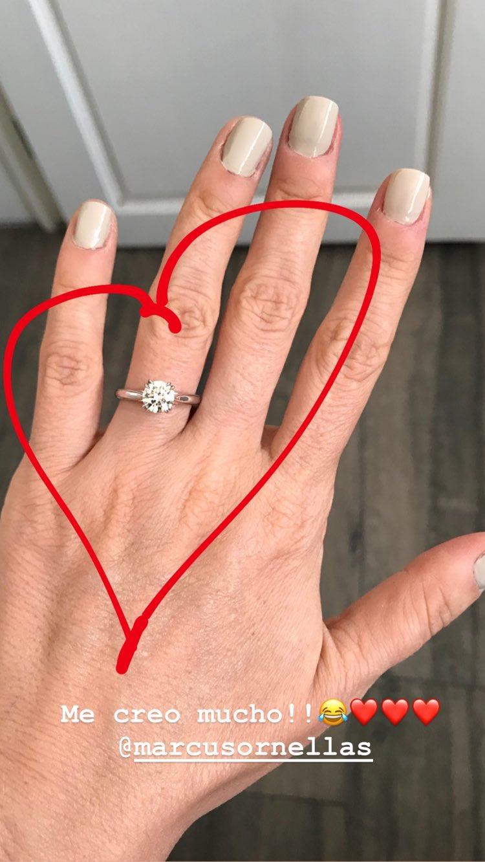 Ariadne Díaz presume su anillo de compromiso en Instagram.