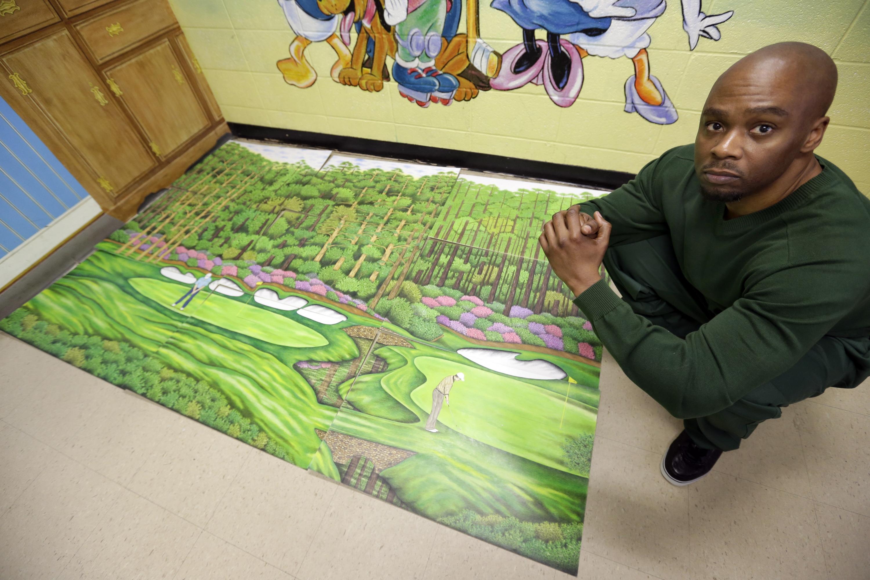 Foto de archivo del 16 de mayo de 2013. Valentino Dixon, recluso de Attica Correctional Facility, habló sobre su arte relacionado al golf en prisión. | Foto: AP