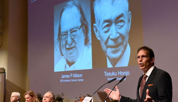 Secretario del Comité Nobel de Fisiología o Medicina, Thomas Perlmann durante el anuncio de los ganadores del Premio Nobel de Fisiología o Medicina 2018. (Foto: AFP)