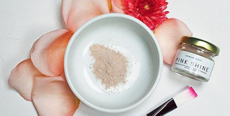 Las rosas orgánicas en polvo usadas en mascarillas de limpieza promueven la regeneración celular y disminuyen la inflamación. (Foto: Instagram <code>loubotanicals)&quot; title=&quot;Las rosas orgánicas en polvo usadas en mascarillas de limpieza promueven la regeneración celular y disminuyen la inflamación. (Foto: Instagram </code>loubotanicals)