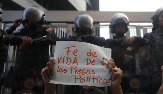 La Fiscalía venezolana informó que el concejal Fernando Albán Salazar se suicidó lanzándose desde el décimo piso de este edificio cuando iba a ser trasladado a tribunales. (Foto: EFE)