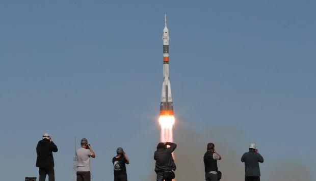 Fotógrafos captan el momento del lanzamiento de la Soyuz MS-10 desde el cosmódromo de Baikonur (Kazajistán) hoy, 11 de octubre de 2018. (Foto: EFE)