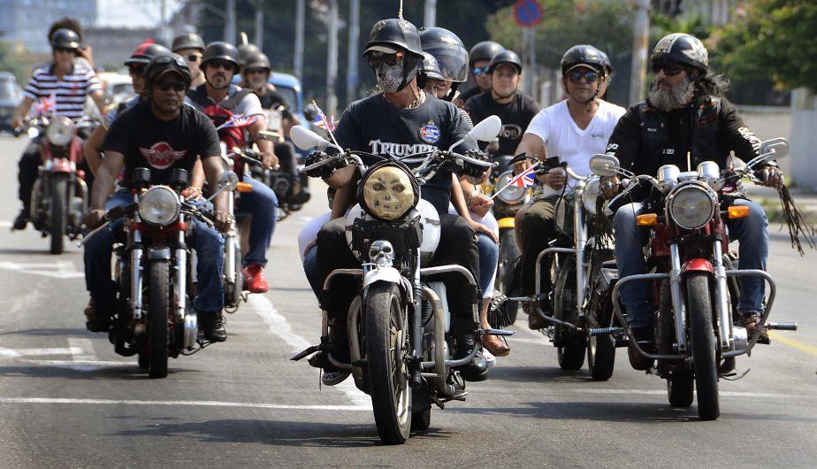 Motocicletas antiguas también circulan por las calles cubanas. (Foto: Xinhua)