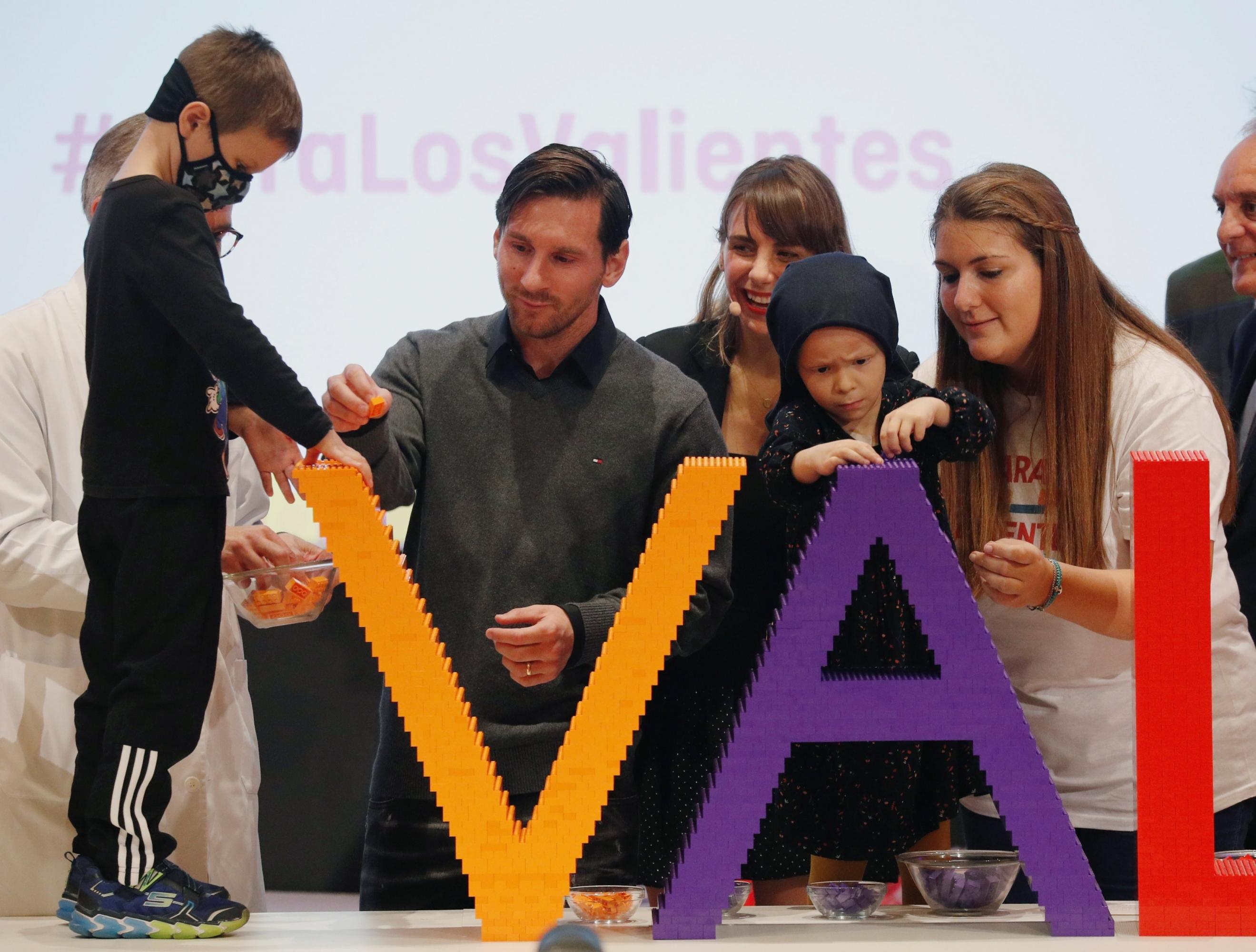 Lionel Messi compartió con los niños que serán beneficiados con el centro oncológico (Foto: Reuters)