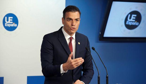 El presidente español, Pedro Sánchez, dijo que seguirá vendiendo armas en defensa de los intereses de España. (Foto: EFE)