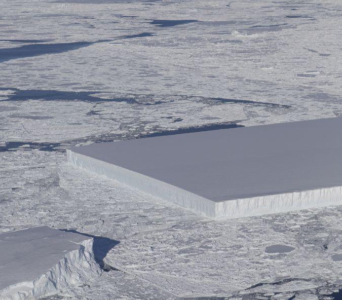 El iceberg rectangular parecía estar recién nacido de Larsen C. (Foto: NASA)
