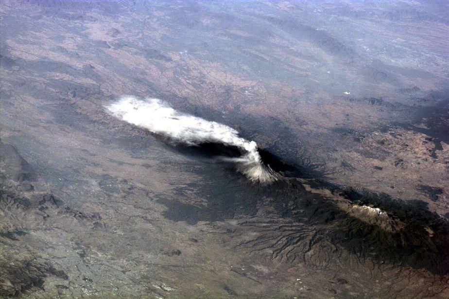 El 23 de enero de 2001, la tripulación consiguió esta foto del volcán Popocatépetl (México). (Foto: NASA)