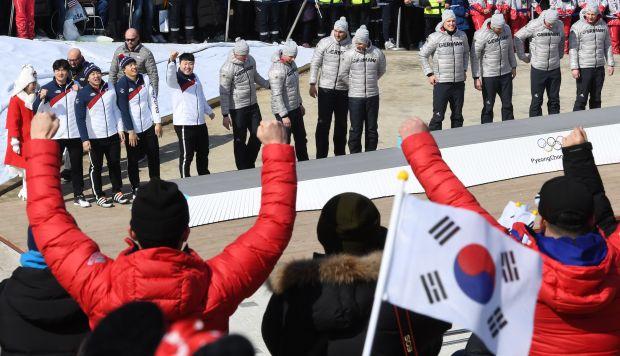 Las dos Coreas también acordaron presentar un equipo conjunto para el Mundial masculino de Balonmano que se celebra en 2019 en Alemania y Dinamarca. (Foto referencial de las Olimpiadas de invierno de PyeongChang: AFP)