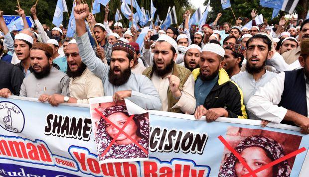 Simpatizantes de partidos islámicos gritan consignas durante una protesta en Islamabad (Pakistán).(Foto: EFE)