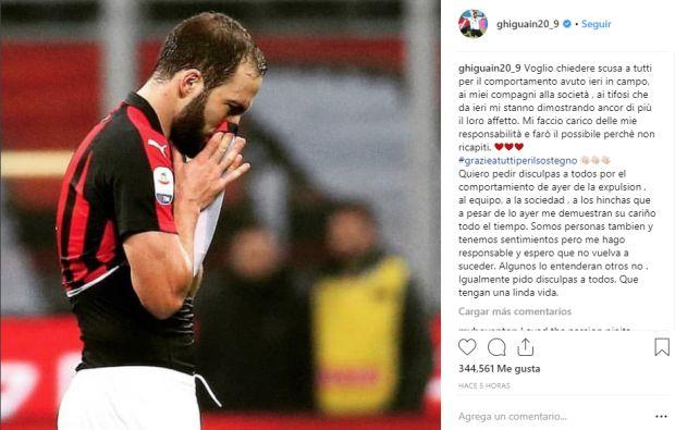 El 'Pipita' se descontroló tras ser amonestado ante su ex equipo y recibió una segunda tarjeta amarilla que lo sacó del compromiso. (Instagram Higuaín)