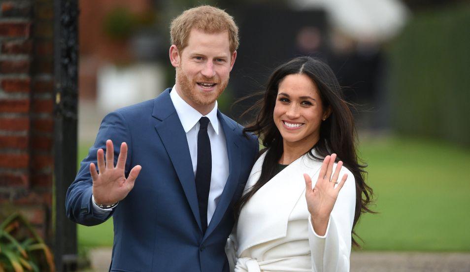 Meghan Markle luce el anillo de compromiso que le entregó el príncipe Harry. (Foto: EFE)