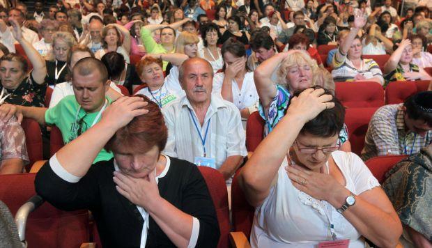 Los evangelistas cristianos oran durante un servicio de oración en Jerusalén el 6 de septiembre de 2009, dirigido por el polémico predicador surcoreano Jaerock Lee. (Foto: AFP)