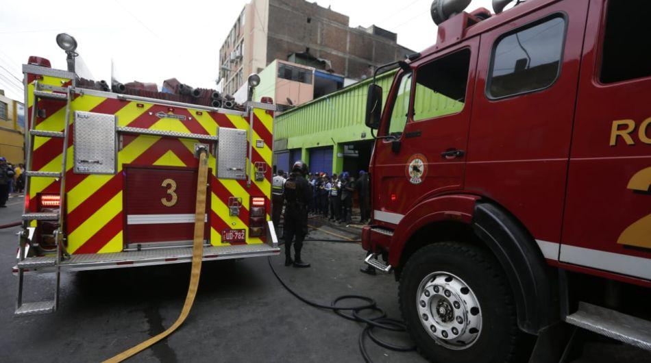 Una persona falleció a consecuencia del incendio. (Foto: Mario Zapata)
