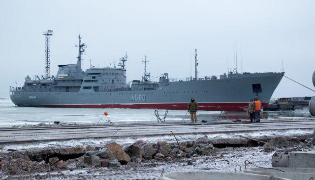 El barco ucraniano 'Donbas' (A500) atraca en Mariupol, Ucrania, el 2 de diciembre de 2018. (Foto: EFE)
