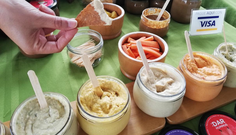 La marca Dar Hummus, tiene una variedad de la crema de garbanzos, con finas hierbas y más. (Foto: Samantha Aguilar)