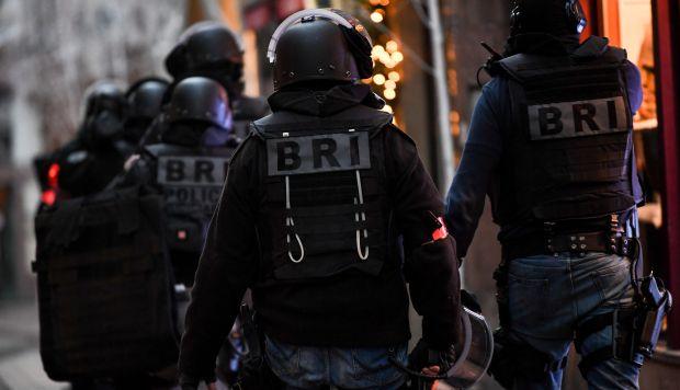 Efectivos de la Brigada de Búsqueda e Intervención de la policía gala participan en la búsqueda del sospechoso tras el atentado de ayer en un mercado de Navidad en Estrasburgo. (Foto: EFE)