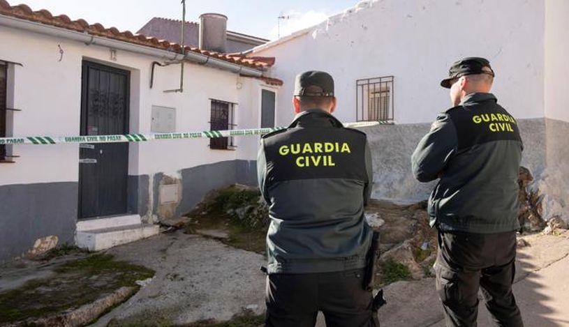 Las autoridades custodiaron la vivienda de Laura Lelmo durante su búsqueda. (Foto: EFE)