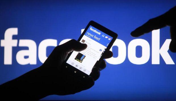 En total, fueron unas 150 compañías, en su mayoría negocios tecnológicos, los que se beneficiaron de acuerdos para acceder a los datos de Facebook. (Foto: EFE)