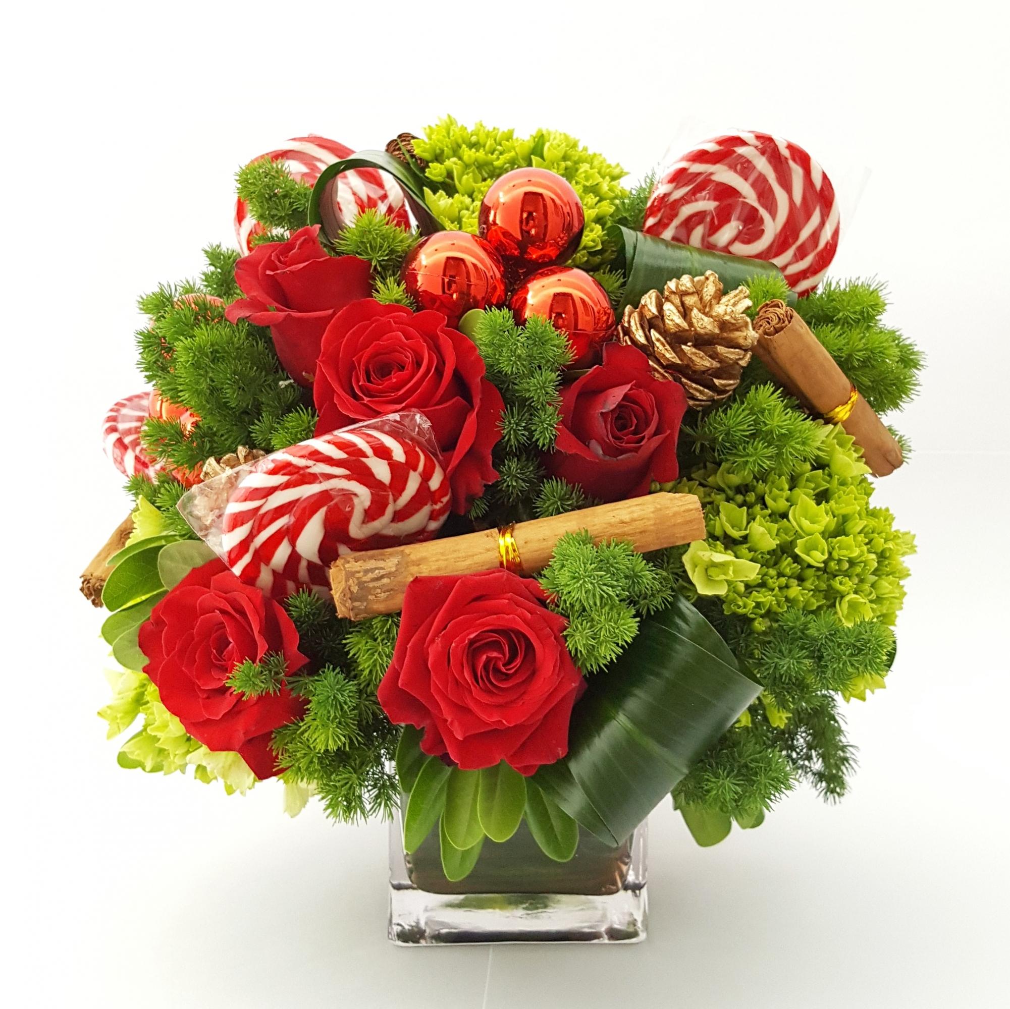 La canela y las paletas de caramelo le darán un toque especial a este arreglo. (Foto: Di Flowers)