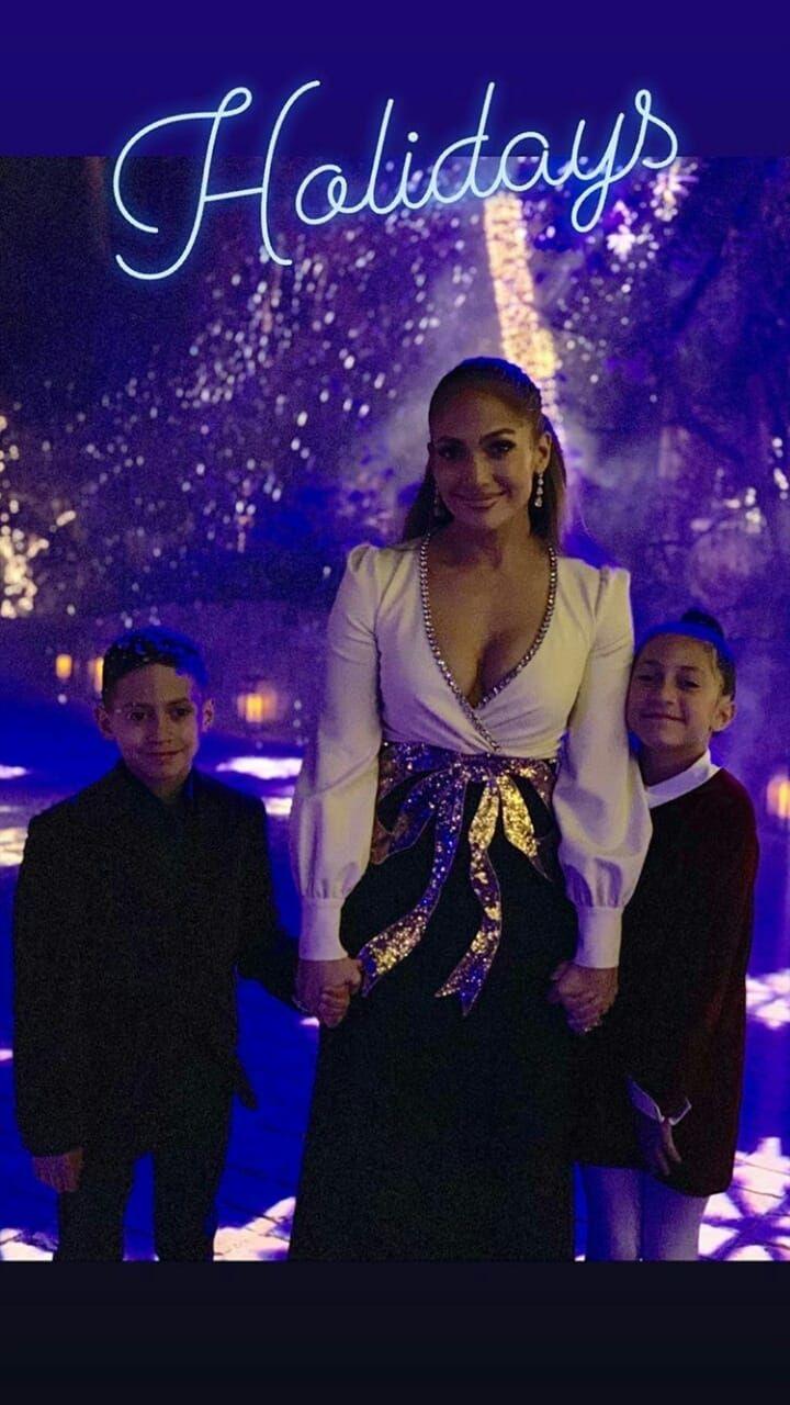 Jennifer Lopez junto a sus dos pequeños hijos Max y Emme. (Foto: <code>jlo)&quot; title=&quot;Jennifer Lopez junto a sus dos pequeños hijos Max y Emme. (Foto: </code>jlo)