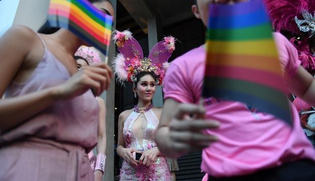 Artistas transexuales participan en una manifestación en defensa de los derechos de los homosexuales en Bangkok, Tailandia. (Foto referencial: AFP)