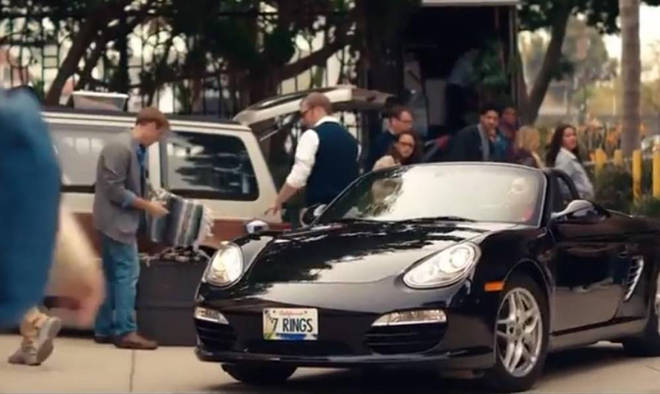 Ariana Grande aparece en un Porsche (Foto: Captura de video)