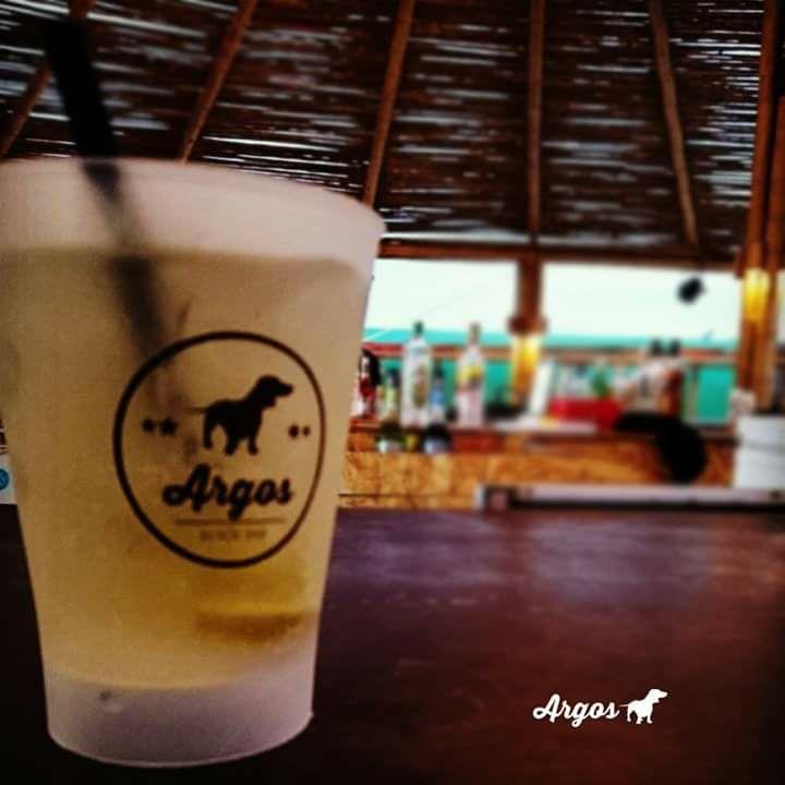 Este bar se encuentra a muy pocos metros de la playa, donde la vista es espectacular. (Foto: Facebook Argos bar)