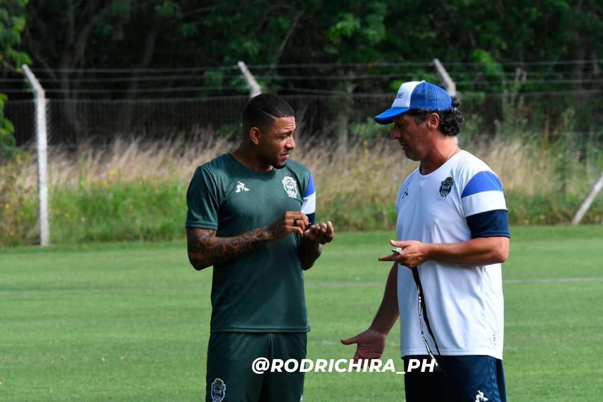 Así fue el reencuentro entre Alexi Gómez y Pedro Troglio (Foto: @rodrichira_ph).