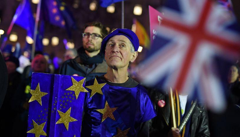 Muchos diputados rechazan la salvaguarda del pacto porque temen que deje atado al Reino Unido a las estructuras de la UE en contra de su voluntad. (Foto: AFP).