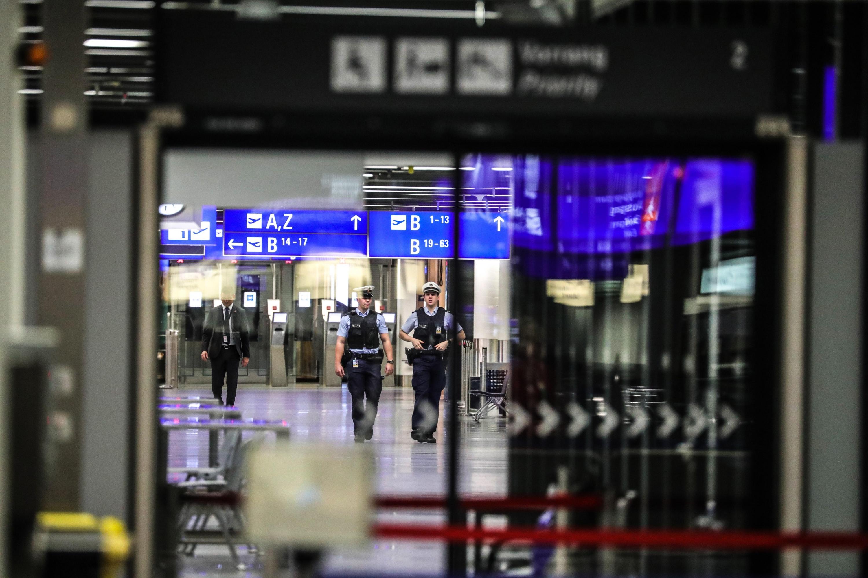 Un total de 20 vuelos de los aproximadamente 60 que tenían previsto aterrizar entre las 18.00 y las 19.00 hora local volaban con retraso y cuatro fueron cancelados. (Foto referencial: EFE)