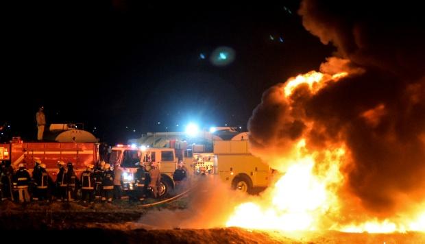 Bomberos trabajan para extinguir un incendio masivo desencadenado por un oleoducto con fugas en Tlahuelilpan, estado de Hidalgo, el pasado 18 de enero. (Foto: AFP)