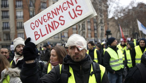Un manifestante de los