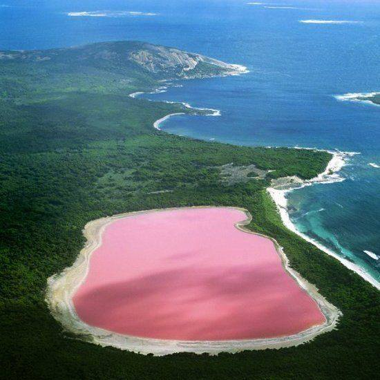 Esta laguna rosada es la única que no le debe su coloración a algas, sino a metales y óxidos. (Foto: Instagram @Jully_angel22