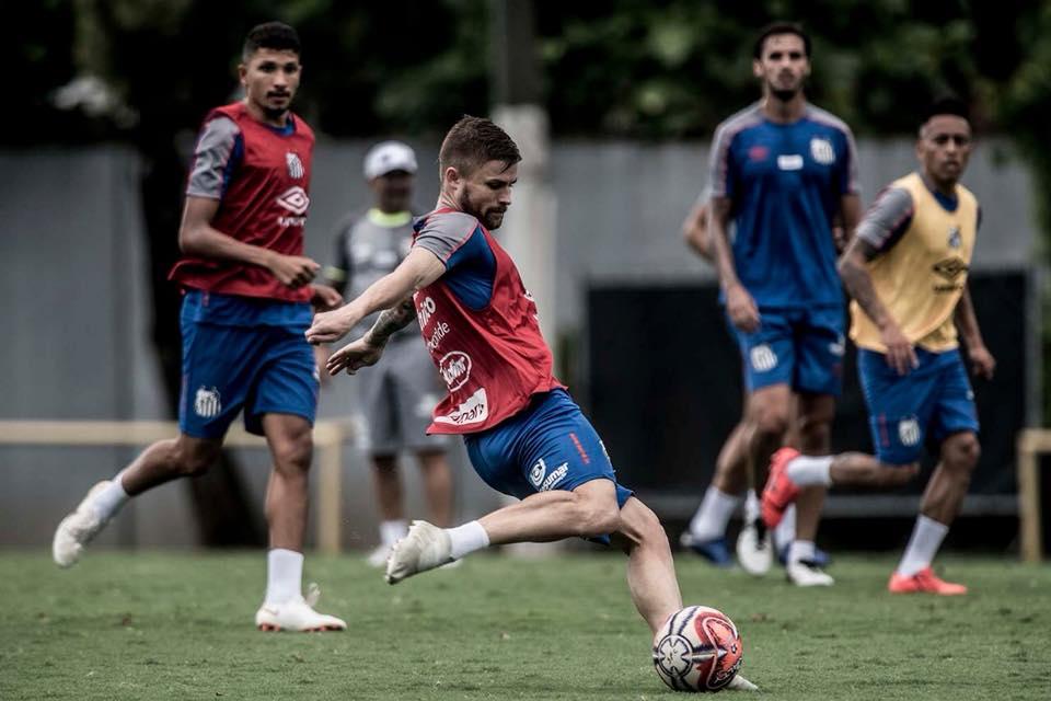 Christian Cueva, en entrenamiento de Santos. (Foto: Santos FC)