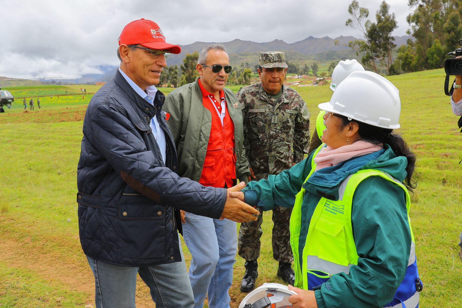 El mandatario acudió a la zona afectada para supervisar zonas afectadas y entregar ayuda humanitaria. (Foto: Andina)