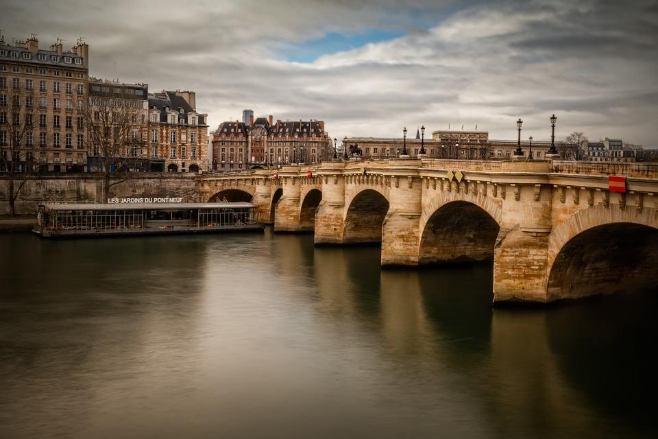 El imponente Pont Neuf será cómplice de su amor. (Foto: Pixabay)