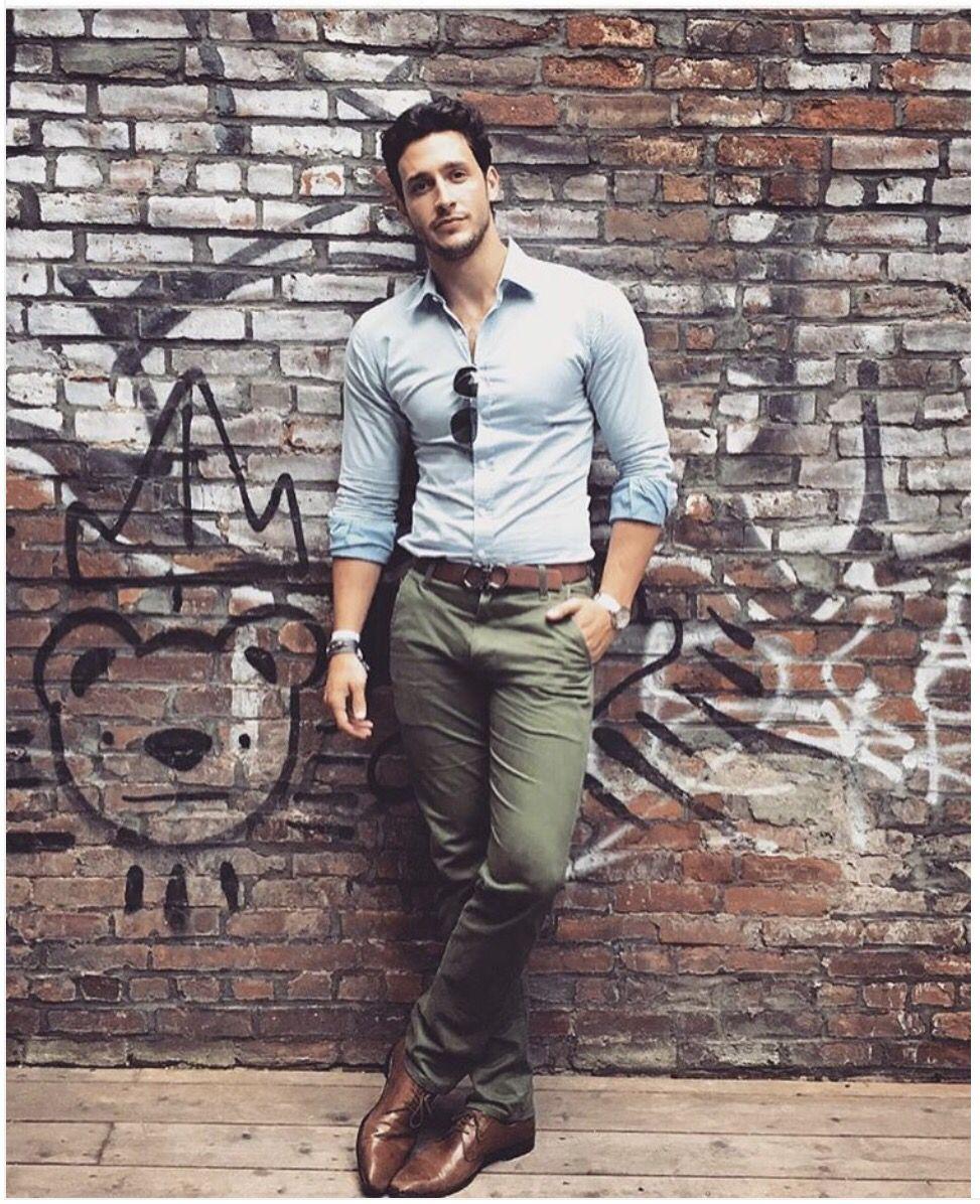 Pantalones verdes, una forma distinta de darle color a tu look. (Foto: Menifesto)