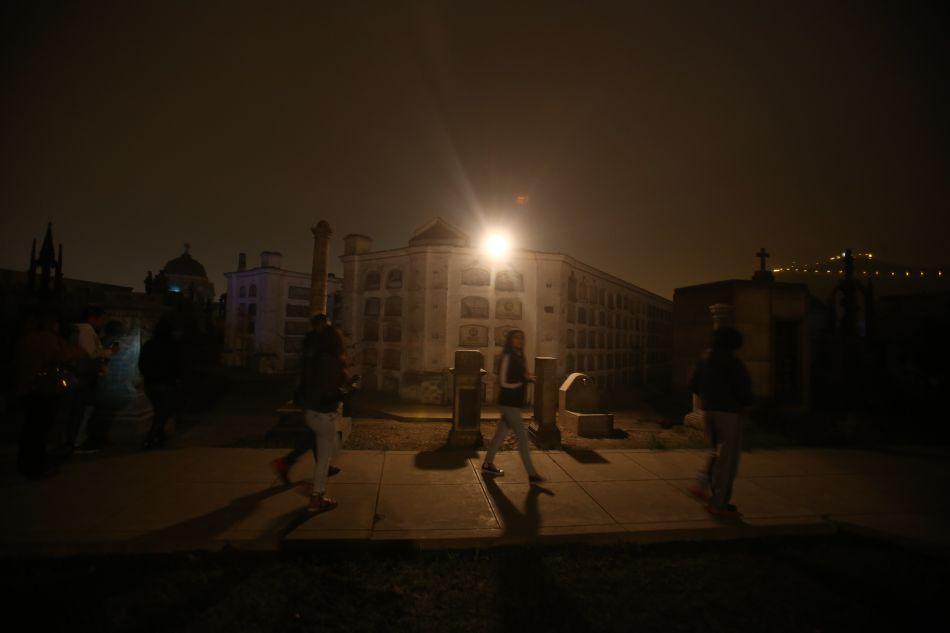 Recorrer el Presbítero Maestro de noche, es una aventura que jamás olvidarán. (Foto: Archivo El Comercio)