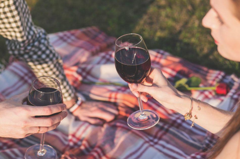 Pasear por el malecón y realizar un pícnic con tu pareja es una gran alternativa para este 14 de febrero. (Foto: Pixabay)