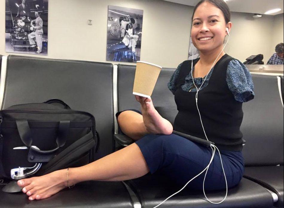 Cox no ha utilizado prótesis desde que tenía 14 años y aprendió a usar sus pies para realizar diversas actividades. (Foto: Facebook Jessica Cox)