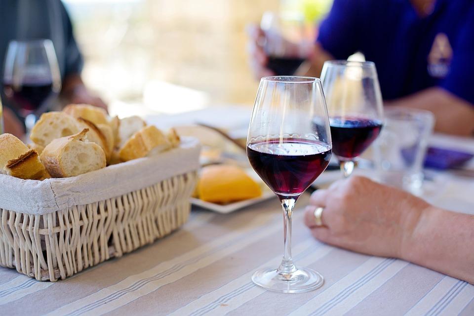 El peruano, poco a poco, va aumentando su consumo de vino. (Foto: Pixabay)