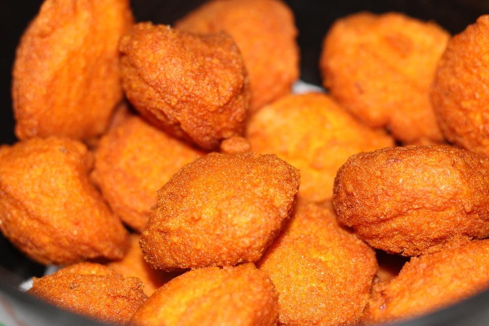 El acarajé es un bocadillo de masa de frejol relleno con camarones y frito en abundante aceite. (Foto: Pixabay)
