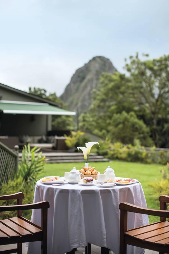 No hay más delicioso que tomar el desayuno frente al Huayna Picchu. (Foto: FacebookBelmond Sanctuary Logde)