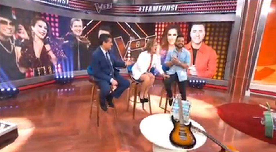 En otro momento, posó su mano sobre la pierna del cantante puertorriqueño. (Foto: Instagram)