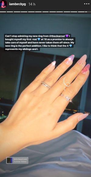 Becky G reveló el emotivo significado de su última joya. (Foto: Captura de Instagram)