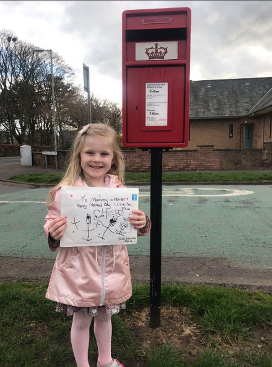 La tía de la niña le tomó una foto antes de enviar la carta. (Foto: Twitter de Linda Ross)