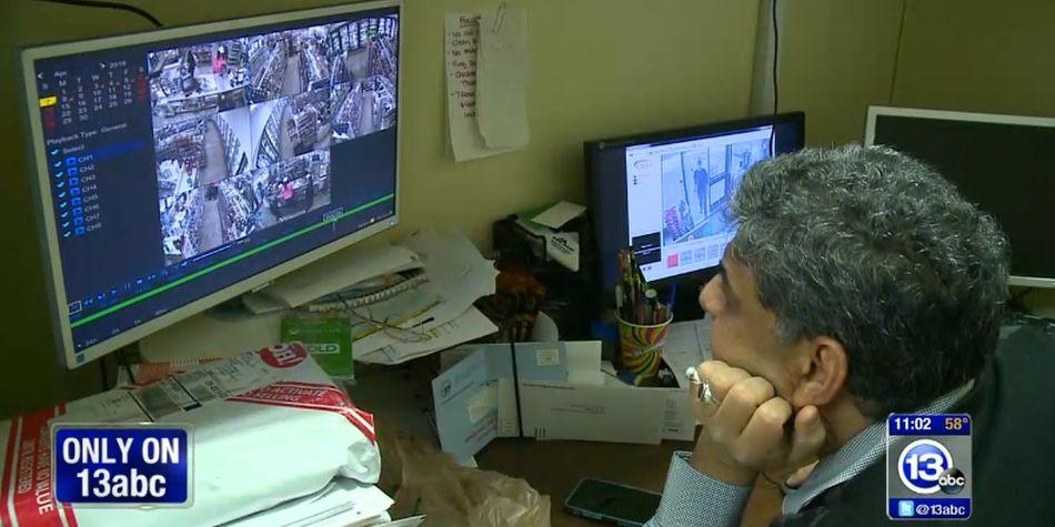 El dueño del local fue alertado del robo y visualizó todo por las cámaras de seguridad. (Foto: Captura de Youtube - 13abc)