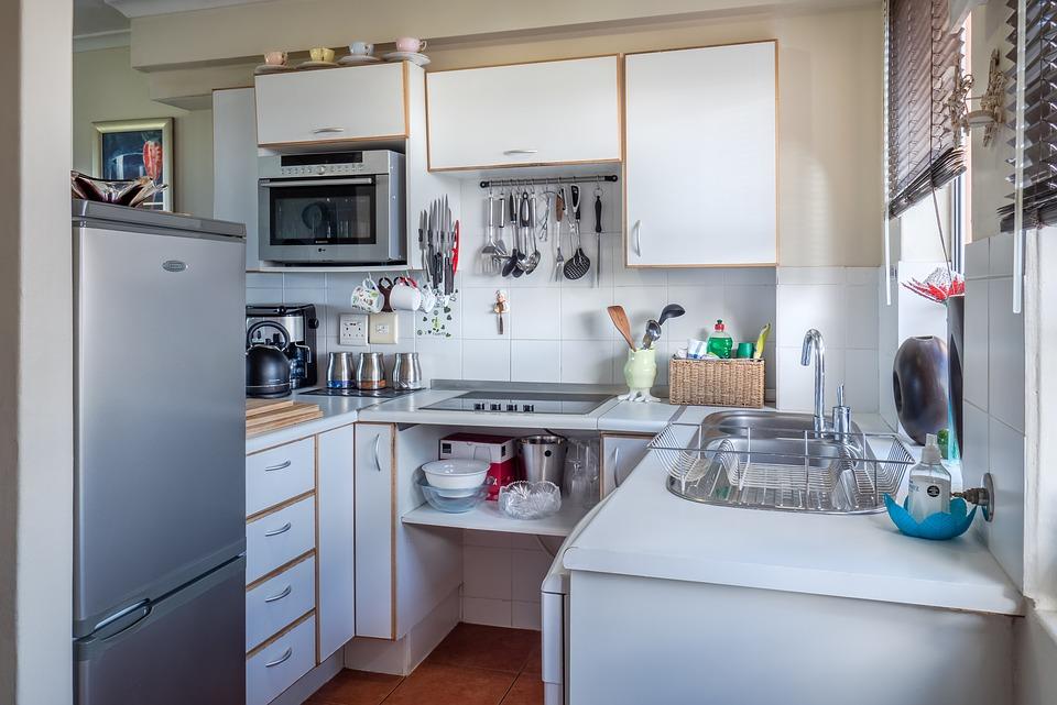 Es recomendable guardar los pequeños artefactos dentro de los muebles de cocina. (Foto: Pixabay)