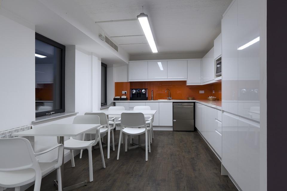 El blanco será el encargado de darle amplitud a tu cocina. (Foto: Pixabay)
